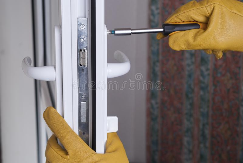 Reparieren Sie Türschloss lizenzfreie stockbilder
