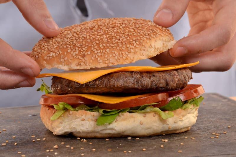 Reparing i robić hamburger obraz stock