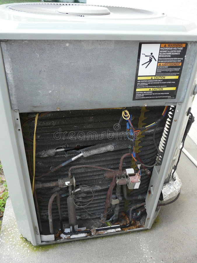 Reparo da bomba de calor do condicionador de ar imagem de stock royalty free