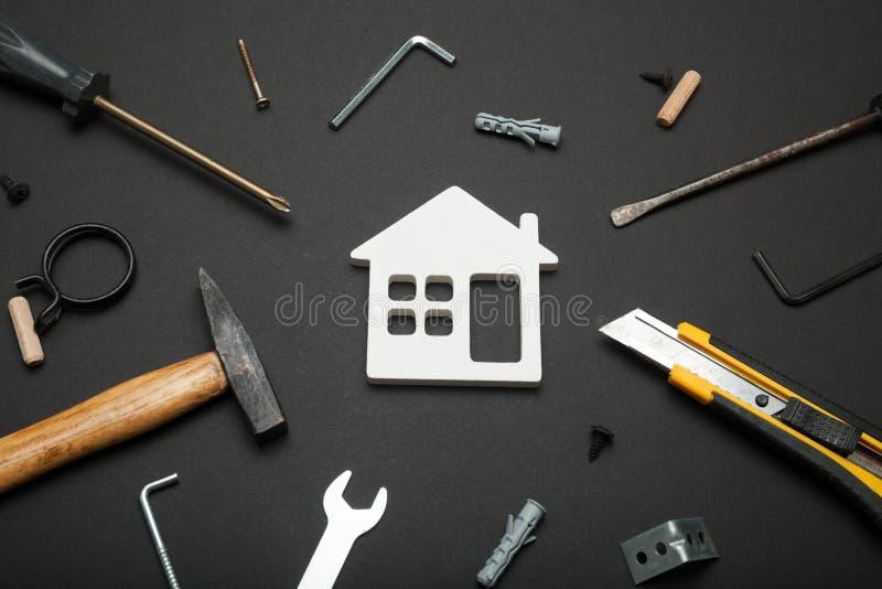 Reparo da propriedade da casa, sucesso da renovação Agregado familiar de família da finança imagens de stock