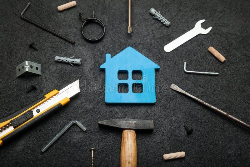 Reparo da propriedade da casa, sucesso da renova??o Agregado familiar de fam?lia da finan?a imagem de stock