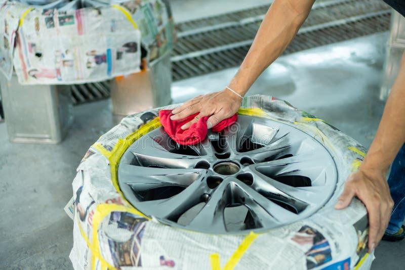 Reparo da roda, reparador da roda imagens de stock royalty free