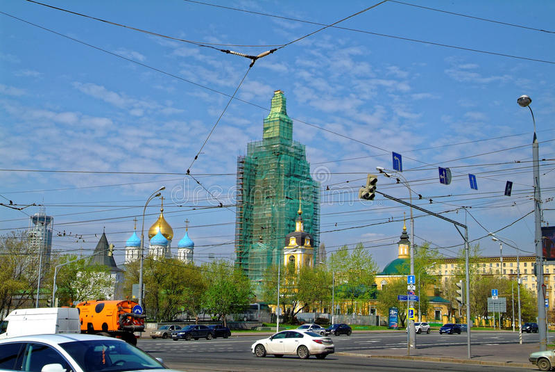 Reparo da torre de sino ortodoxo em Moscou foto de stock