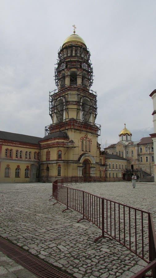 Reparo de um templo ortodoxo em Novy Afon, a Abkhásia fotos de stock