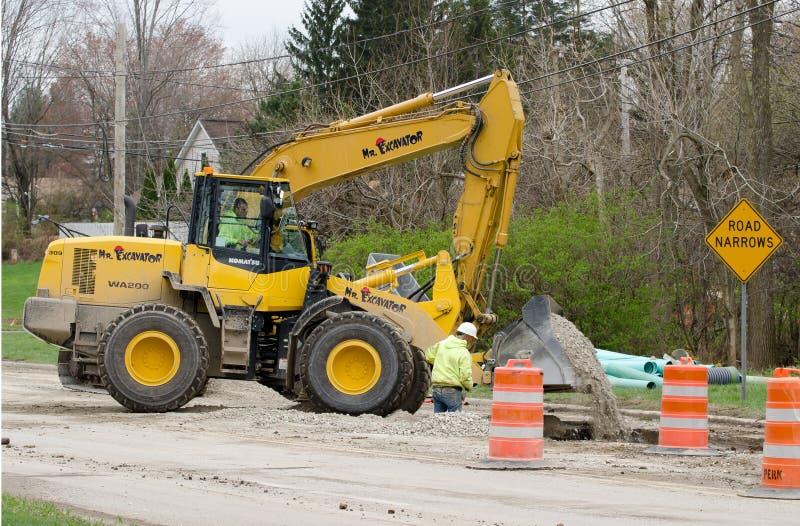 Reparo do esgoto da construção de estradas fotos de stock royalty free