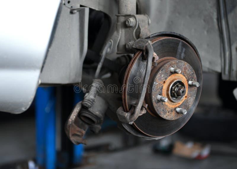 Reparo do freio do carro fotos de stock