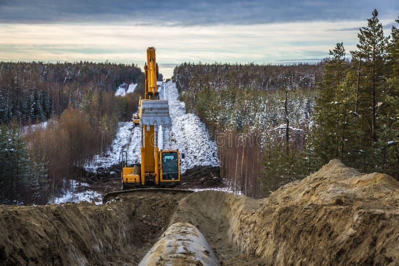 Reparo do gasoduto principal no território de Sibéria ocidental fotografia de stock royalty free