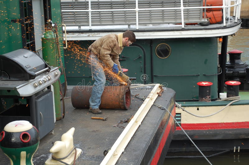 Reparo do Tugboat na aterragem de Penn, Philadelphfia foto de stock royalty free