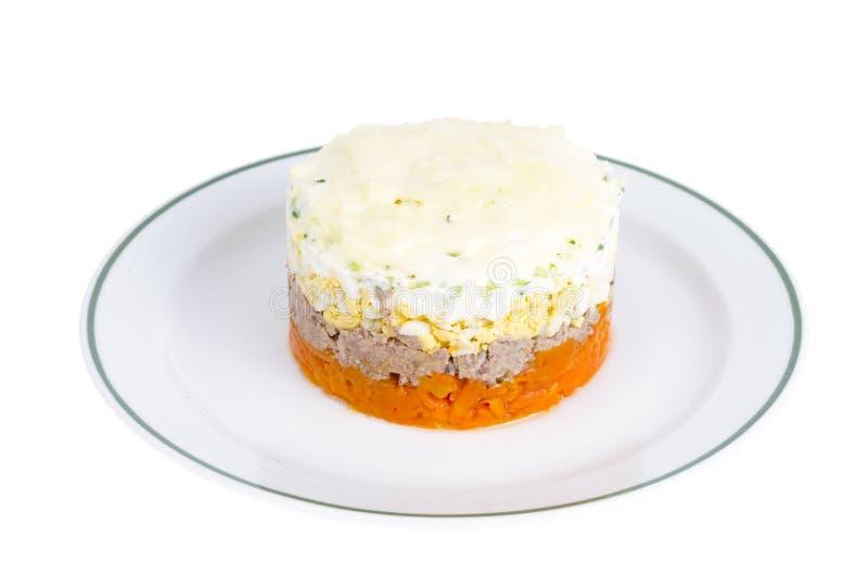 Reparta a salada mergulhada com peixes, cenouras e ovos fotos de stock royalty free