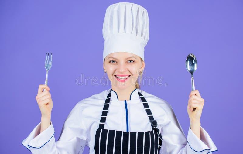 Repas culinaire traditionnel Cuisinier professionnel et cuisson ? la maison Nourriture faite maison savoureuse Heure d'essayer le photo stock