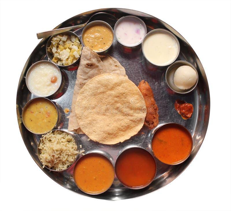 Repas de plaque indiens avec le chapatti, le rasam et le sambar photos libres de droits