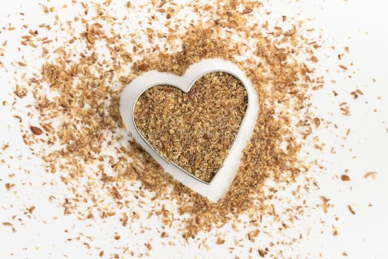 Repas de semence d'oeillette dans une forme de coeur photo stock