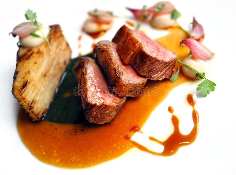 Repas gastronomique de filet d'agneau images libres de droits
