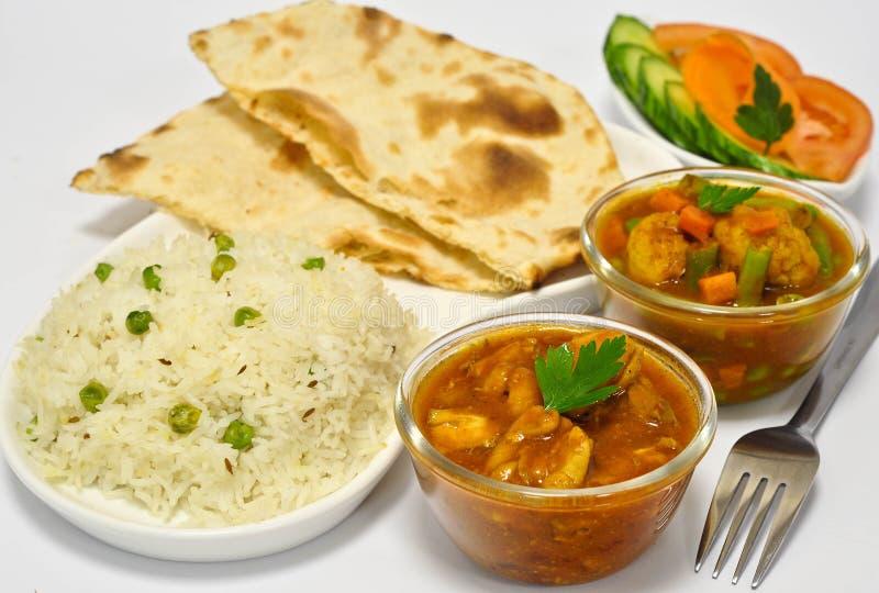 Repas indien avec le cari de poulet photographie stock