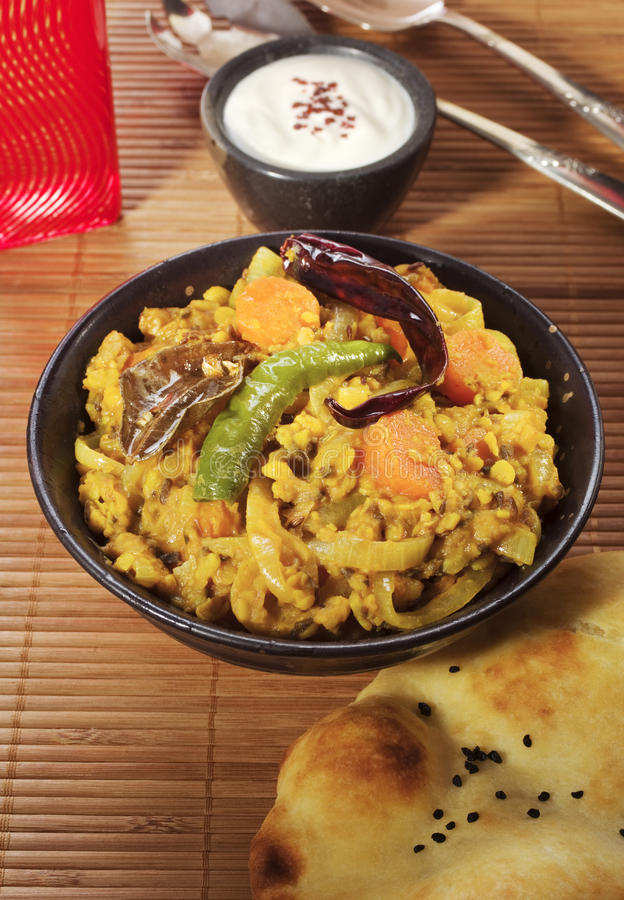 Repas indien de dal et de Naan photos libres de droits