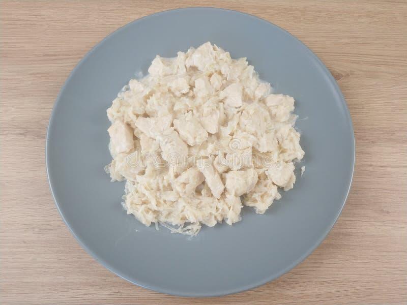 Repas Ketogenic, chou mariné avec du blanc de poulet et fromage de crème sure Nourriture de cétonique pour la perte de poids photos stock
