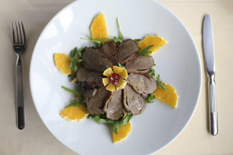 Repas rôti de canard dans un restaurant photos libres de droits