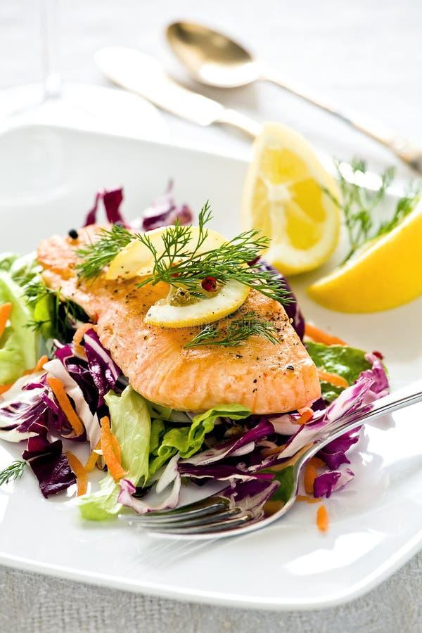 Repas saumoné images stock
