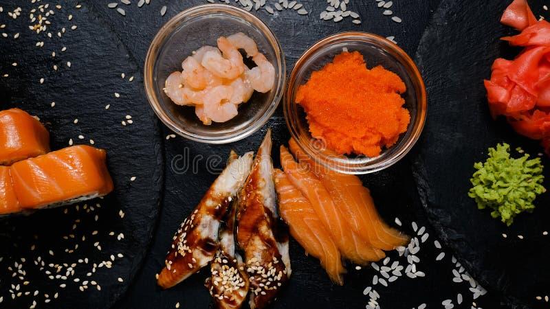 Repas saumoné d'Asiatique de crevette d'anguille d'ingrédients de sushi image libre de droits