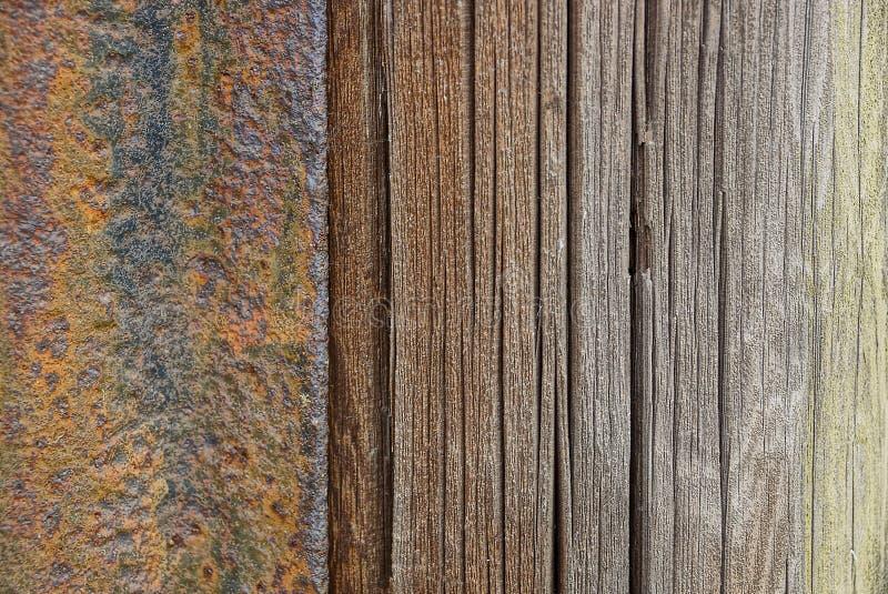 Repassez la texture en bois brune des panneaux de barrière photo stock