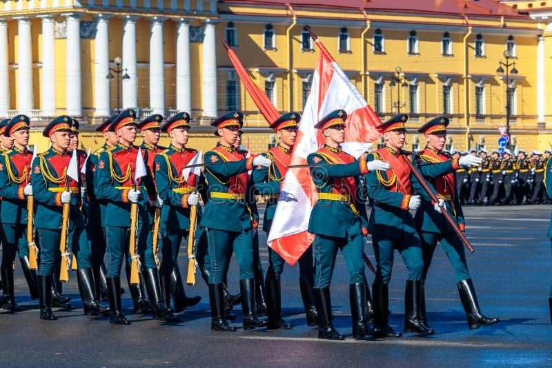 Repetitie van de militaire parade aan overwinningsdag 2018, kan 6, St. Petersburg royalty-vrije stock afbeeldingen