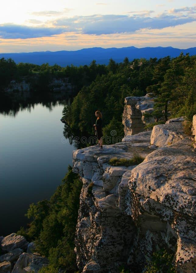 Repisa sobre el lago Minnewaska imagen de archivo libre de regalías