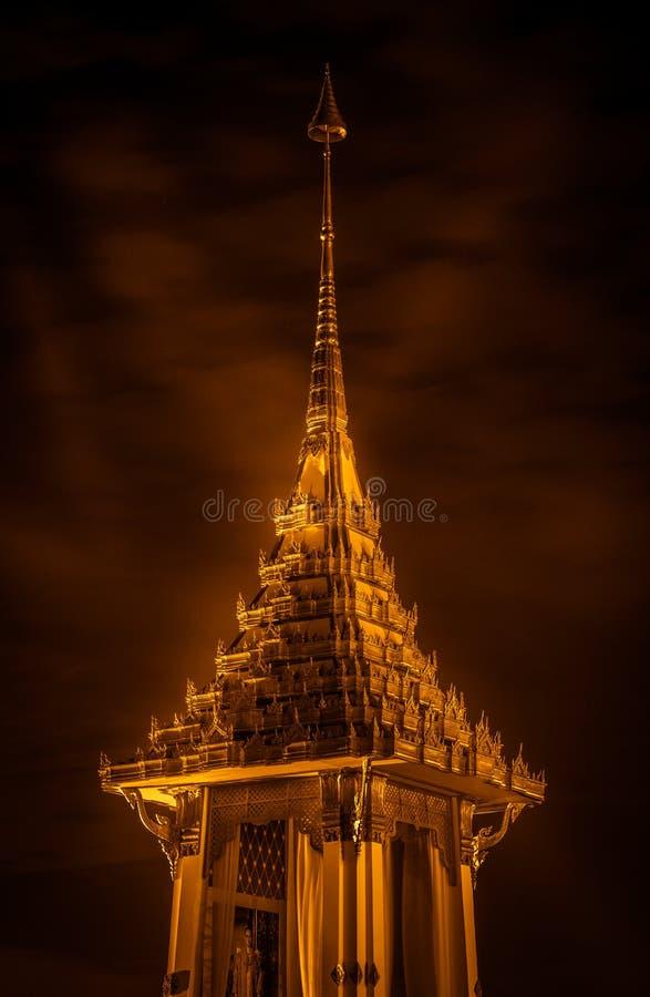 Replica del crematorio reale per la cremazione reale di re Bhumibol Adulyadej della Sua Maestà al parco buddista i di Phutthamont immagine stock libera da diritti