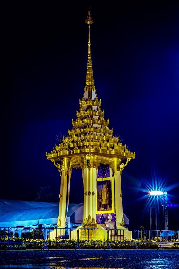 Replica del crematorio reale per la cremazione reale di re Bhumibol Adulyadej della Sua Maestà al parco buddista i di Phutthamont immagini stock libere da diritti