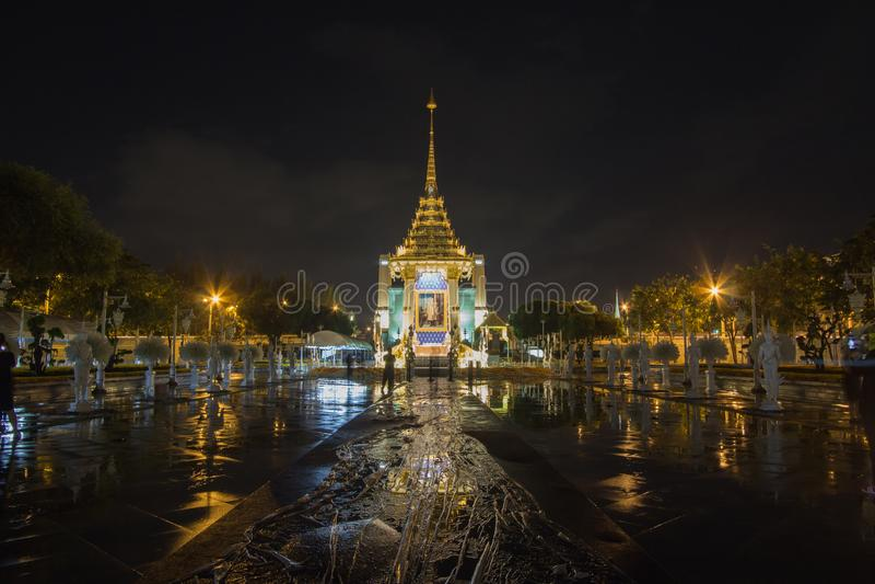 Replica del crematorio reale per la cremazione reale di re Bhumibol Adulyadej della Sua Maestà a BridgePhra commemorativo Phuttay fotografia stock