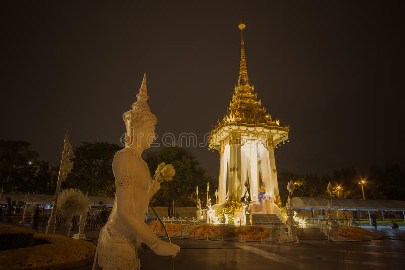 Replica del crematorio reale per la cremazione reale di re Bhumibol Adulyadej della Sua Maestà a BridgePhra commemorativo Phuttay immagini stock libere da diritti
