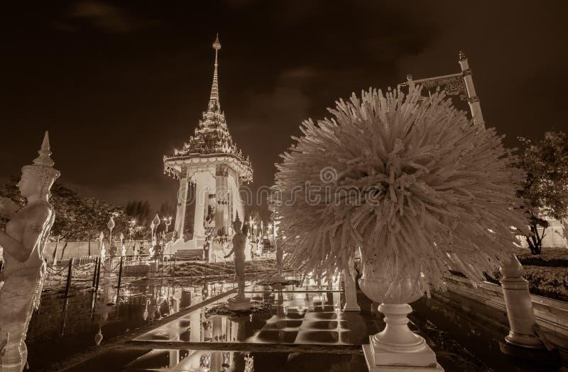 Replica del crematorio reale per la cremazione reale di re Bhumibol Adulyadej della Sua Maestà a BridgePhra commemorativo Phuttay immagine stock libera da diritti