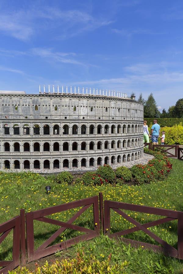 Replica di Colosseum Roma, Italia, parco miniatura, Inwald, Polonia fotografia stock