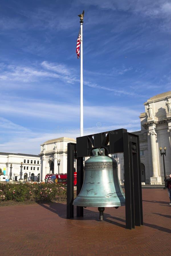 Replica di Liberty Bell nella parte anteriore fotografia stock libera da diritti
