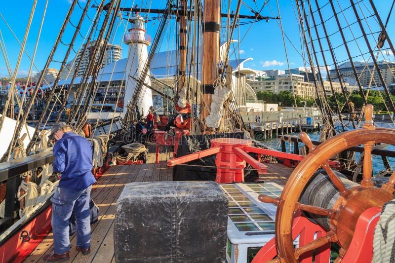 Replica di sforzo di HMS, Darling Harbour, Sydney, Australia Vista della piattaforma fotografie stock