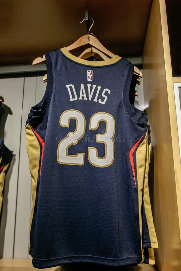 Replica Jersey van Anthony Davis van de Pelikanen van New Orleans stock afbeeldingen