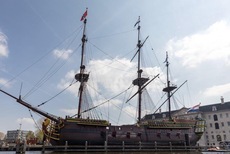 Replica van het Nederlandse Bedrijfschip ` het Oost-die van India Amsterdam `, door het Nationale Maritieme museum in Amsterdam w royalty-vrije stock foto