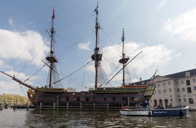 Replica van het Nederlandse Bedrijfschip ` het Oost-die van India Amsterdam `, door het Nationale Maritieme museum in Amsterdam w stock afbeeldingen