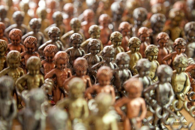 Repliche metalliche di Manneken Pis come cavaturaccioli immagini stock