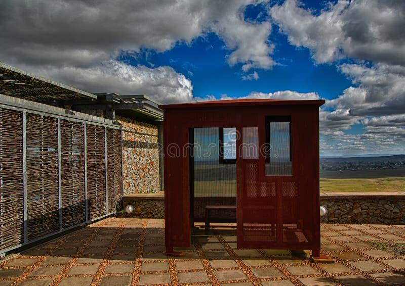 Replik der Gefängniszelle von Nelson Mandela während seiner Gefangenschaft robben an Insel lizenzfreies stockfoto