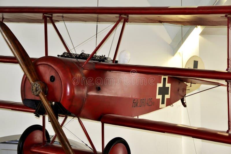 Replik des roten Baronsflugzeuge Triplane: Fokker-Dr. I, München, Deutschland stockfotografie