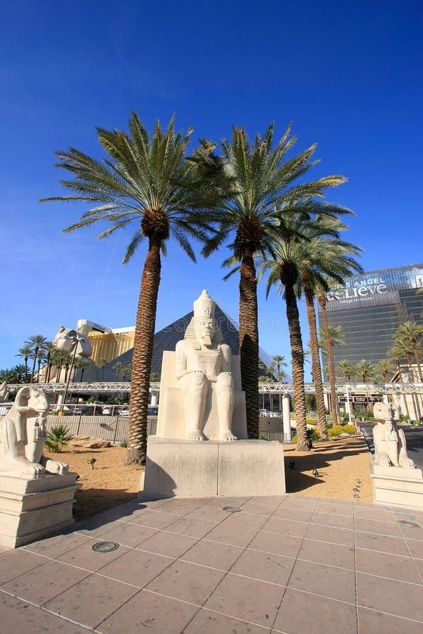 Replika antyczna egipska statua przy Luxor hotelem wewnątrz kasynem i fotografia stock