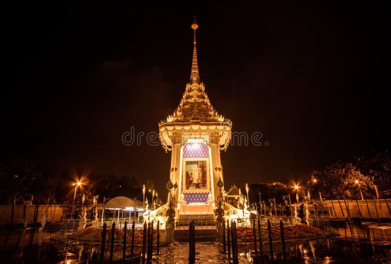 Replika Królewski Crematorium dla Królewskiej kremaci jego wysokość królewiątko Bhumibol Adulyadej przy Pamiątkowym BridgePhra Ph obrazy royalty free