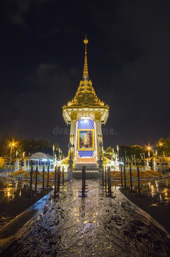 Replika Królewski Crematorium dla Królewskiej kremaci jego wysokość królewiątko Bhumibol Adulyadej przy Pamiątkowym BridgePhra Ph obraz royalty free