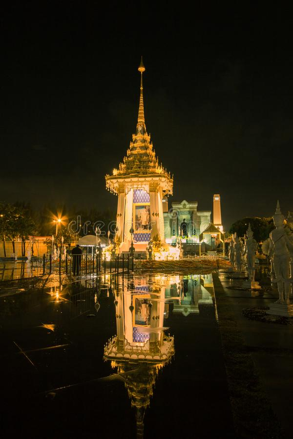 Replika Królewski Crematorium dla Królewskiej kremaci jego wysokość królewiątko Bhumibol Adulyadej przy Pamiątkowym BridgePhra Ph obraz stock