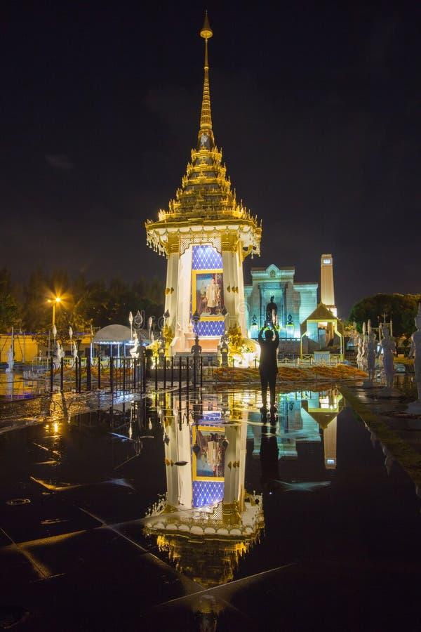 Replika Królewski Crematorium dla Królewskiej kremaci jego wysokość królewiątko Bhumibol Adulyadej przy Pamiątkowym BridgePhra Ph zdjęcia stock