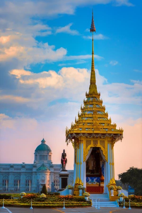 Replika królewski crematorium jego wysokość opóźniony królewiątko Bhumibol Adulyadej budował dla królewskiego pogrzebu przy Króle obraz royalty free