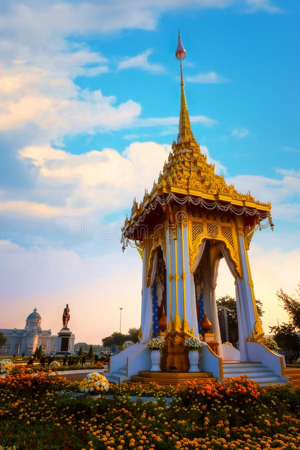 Replika królewski crematorium jego wysokość opóźniony królewiątko Bhumibol Adulyadej budował dla królewskiego pogrzebu przy Króle zdjęcie stock