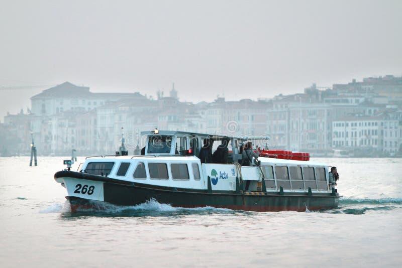 Wassertransport in Venedig lizenzfreies stockbild