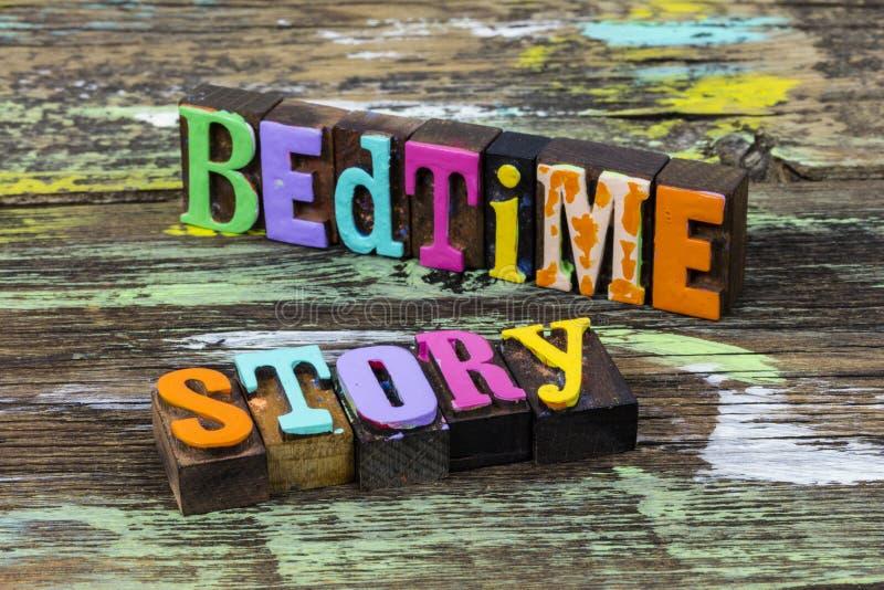 Reportage pour enfants de moins de 17 ans livres d'histoires photographie stock libre de droits