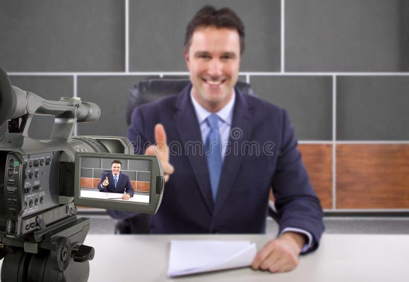 Reporter för studiokamerafilmande royaltyfria bilder